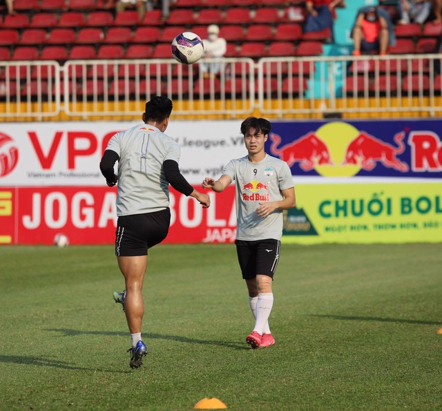 HA Gia Lai 3-0 TPHCM: Lee Nguyễn mờ nhạt, Công Phượng tiếp tục rực rỡ - 24