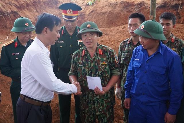 Quảng Trị:  Phát hiện, cất bốc 12 hài cốt liệt sĩ ở chiến khu Ba Lòng - 2