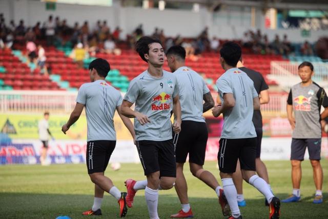 HA Gia Lai 3-0 TPHCM: Lee Nguyễn mờ nhạt, Công Phượng tiếp tục rực rỡ - 23