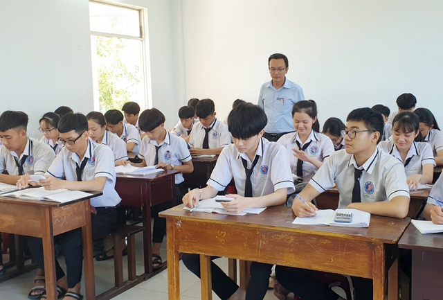 Tuyển dụng hơn 775 giáo viên giảng dạy ở nhiều bậc học - 1