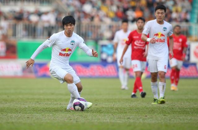 HA Gia Lai 3-0 TPHCM: Lee Nguyễn mờ nhạt, Công Phượng tiếp tục rực rỡ - 9
