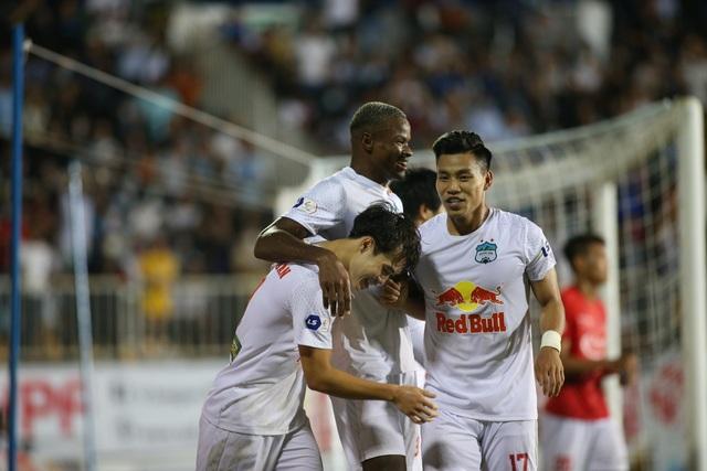 HA Gia Lai 3-0 TPHCM: Lee Nguyễn mờ nhạt, Công Phượng tiếp tục rực rỡ - 7
