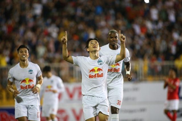 HA Gia Lai 3-0 TPHCM: Lee Nguyễn mờ nhạt, Công Phượng tiếp tục rực rỡ - 5