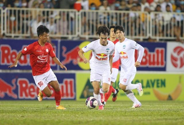 HA Gia Lai 3-0 TPHCM: Lee Nguyễn mờ nhạt, Công Phượng tiếp tục rực rỡ - 8