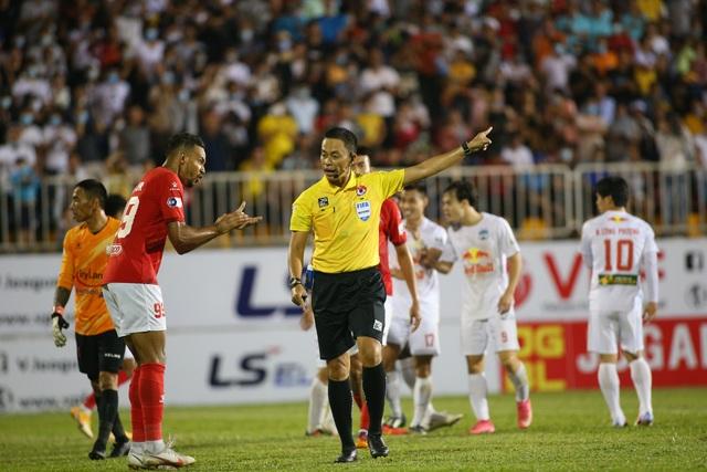 HA Gia Lai 3-0 TPHCM: Lee Nguyễn mờ nhạt, Công Phượng tiếp tục rực rỡ - 3