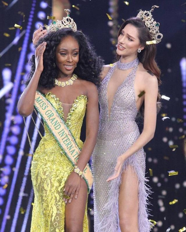 Khoảnh khắc tân Hoa hậu Hòa bình Thế giới gục ngã khi đăng quang - 2