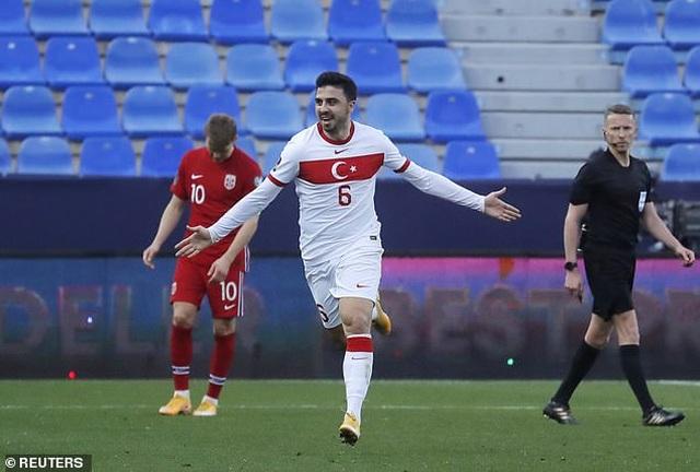 Erling Haaland thất vọng chứng kiến đội nhà thua đậm Thổ Nhĩ Kỳ - 9