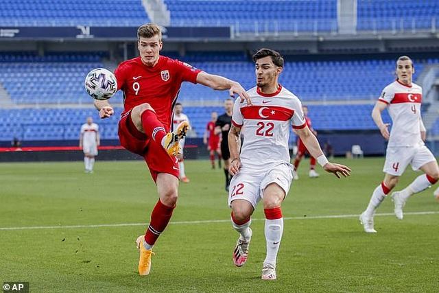 Erling Haaland thất vọng chứng kiến đội nhà thua đậm Thổ Nhĩ Kỳ - 3