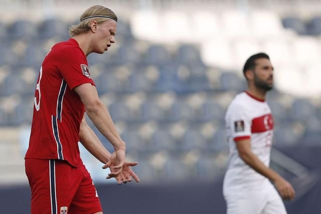 Erling Haaland thất vọng chứng kiến đội nhà thua đậm Thổ Nhĩ Kỳ - 4