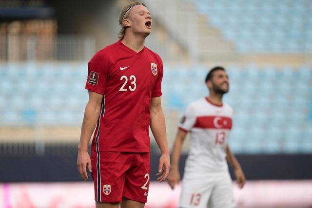 Erling Haaland thất vọng chứng kiến đội nhà thua đậm Thổ Nhĩ Kỳ - 6