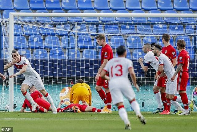 Erling Haaland thất vọng chứng kiến đội nhà thua đậm Thổ Nhĩ Kỳ - 7