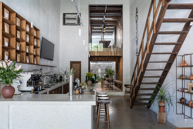 Quán cà phê cải tạo từ nhà cổ, đẹp yên bình giữa lòng thành phố Quy Nhơn - 2