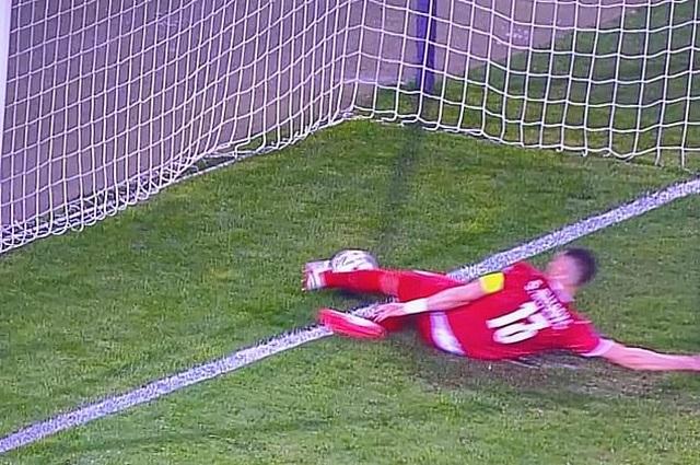 C.Ronaldo tức giận với trọng tài vì bị cướp bàn thắng - 2