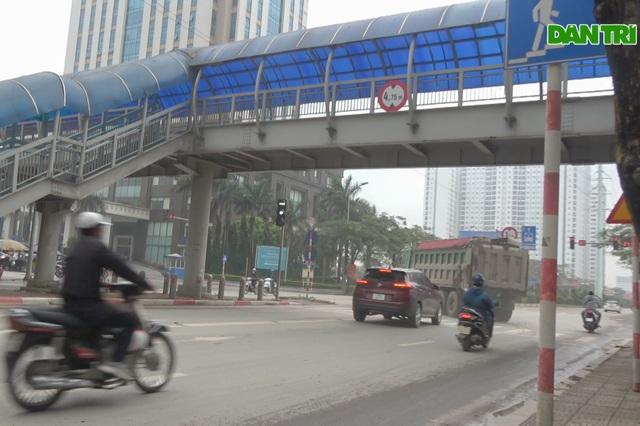Hà Nội: Hãi hùng cảnh hổ vồ bất chấp pháp luật nghênh ngang giữa phố - 7