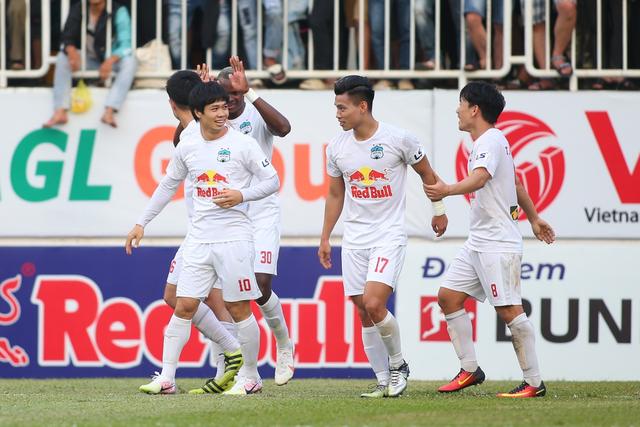 HA Gia Lai 3-0 TPHCM: Lee Nguyễn mờ nhạt, Công Phượng tiếp tục rực rỡ - 1