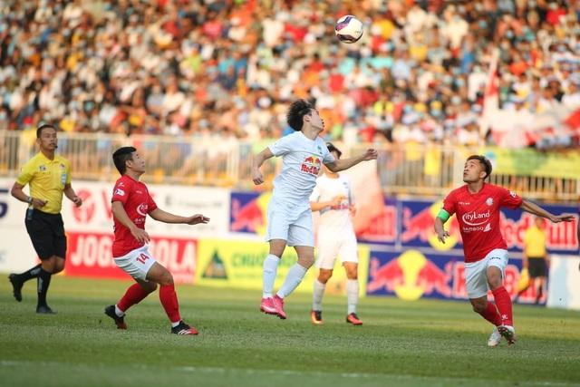 HA Gia Lai 3-0 TPHCM: Lee Nguyễn mờ nhạt, Công Phượng tiếp tục rực rỡ - 17