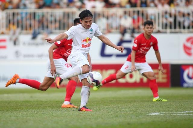 HA Gia Lai 3-0 TPHCM: Lee Nguyễn mờ nhạt, Công Phượng tiếp tục rực rỡ - 11
