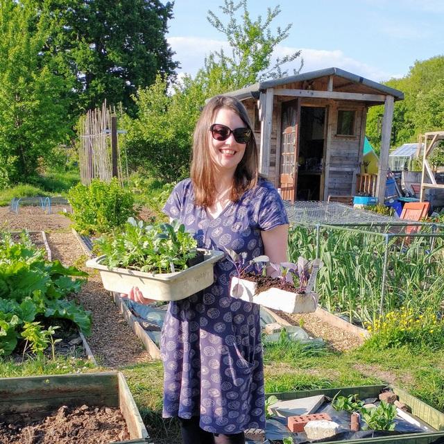 Mãn nhãn vườn sum suê với hàng trăm loại rau trái của cô gái trẻ - 1