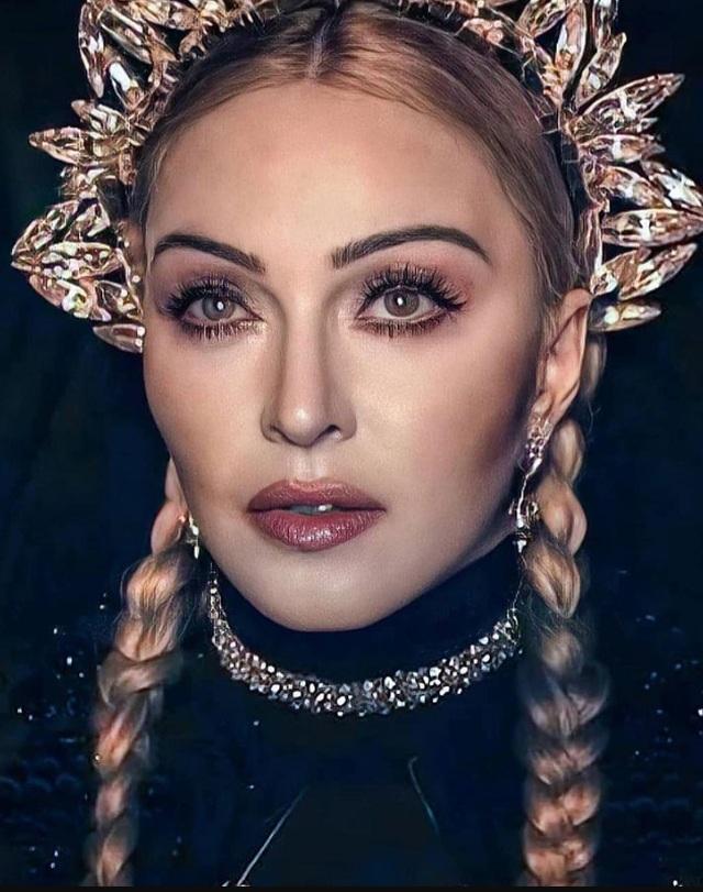 Choáng với ảnh hở bạo của diva 63 tuổi Madonna - 6