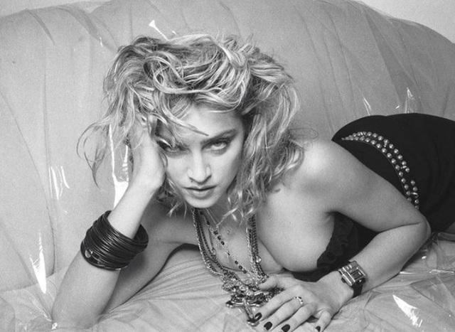 Choáng với ảnh hở bạo của diva 63 tuổi Madonna - 7