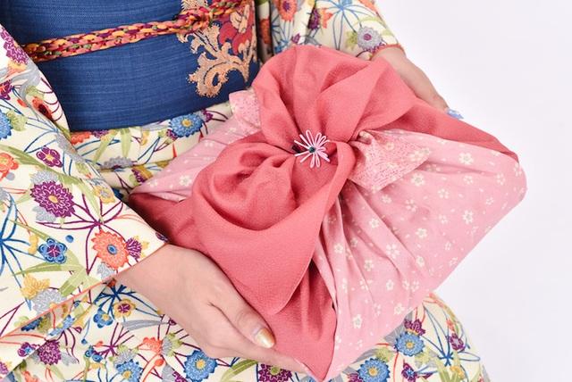 Nét tinh tế trong nghệ thuật gói quà Furoshiki Nhật Bản - 1