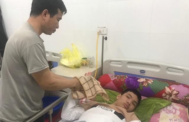 Con trai bị tai nạn nguy kịch, người cha nghèo sợ phải ôm con về chờ chết - 3