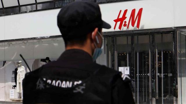 Hàng loạt cửa hàng HM ở Trung Quốc bị buộc phải đóng cửa - 1