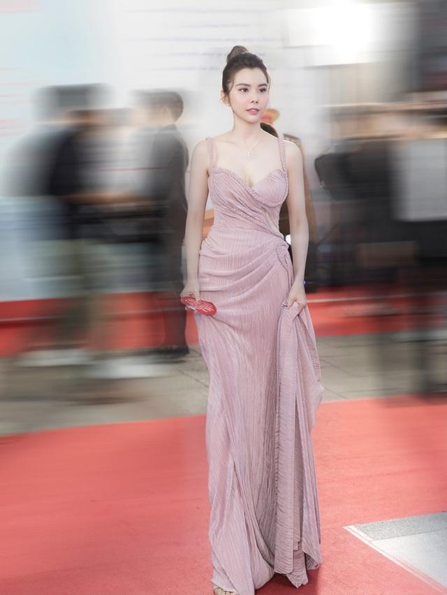Hoa hậu Huỳnh Vy hút ánh nhìn bởi vẻ xinh đẹp, yêu kiều - 7