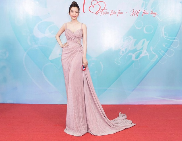 Hoa hậu Huỳnh Vy hút ánh nhìn bởi vẻ xinh đẹp, yêu kiều - 2