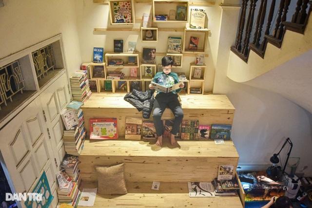 Tiết kiệm tiền, ông bố Hà Nội mở thư viện 2000 đầu sách miễn phí - 1