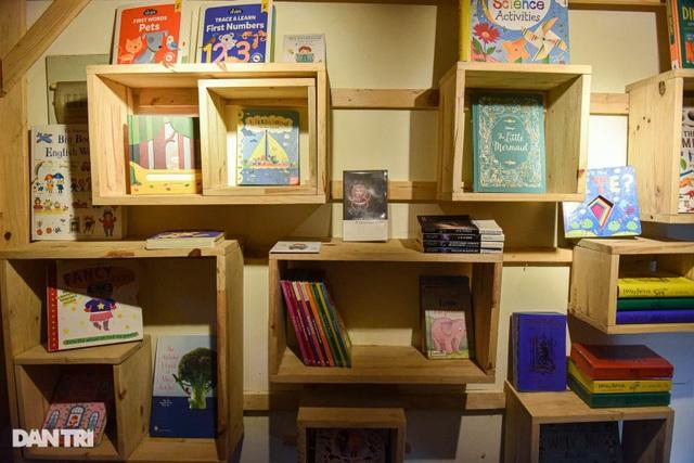 Tiết kiệm tiền, ông bố Hà Nội mở thư viện 2000 đầu sách miễn phí - 3