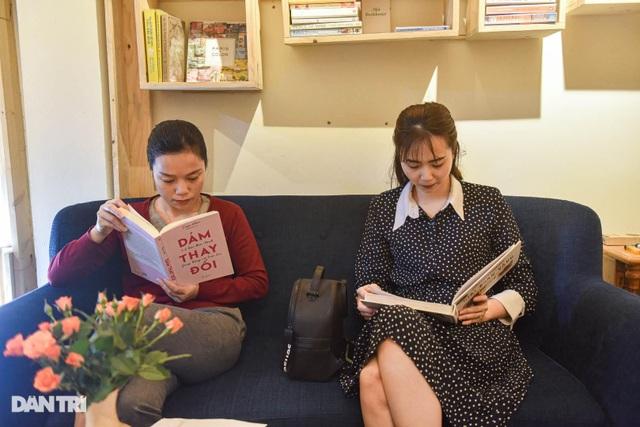 Tiết kiệm tiền, ông bố Hà Nội mở thư viện 2000 đầu sách miễn phí - 4