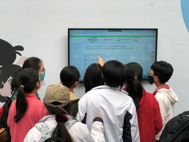 Ứng dụng công nghệ đổi mới hoạt động quản lý, dạy và học - 2