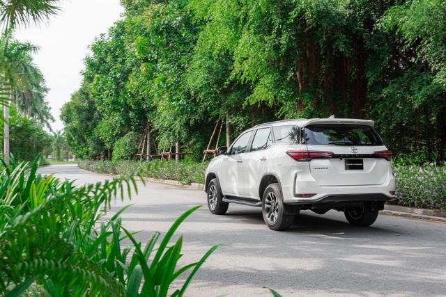Đánh giá Toyota Fortuner 2020: Diện mạo trẻ trung, ngập tràn công nghệ - 4