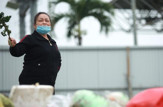 Dân lo lắng bệnh tật vì sống gần điểm trung chuyển rác - 6
