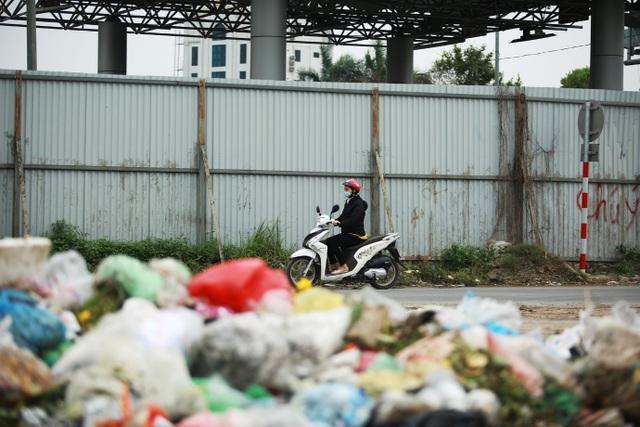 Dân lo lắng bệnh tật vì sống gần điểm trung chuyển rác - 7
