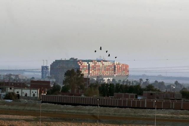 Cận cảnh cuộc giải cứu siêu tàu trên kênh Suez - 7