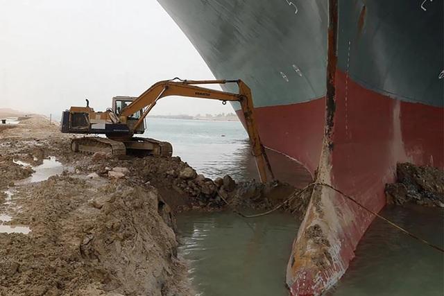 Cận cảnh cuộc giải cứu siêu tàu trên kênh Suez - 3