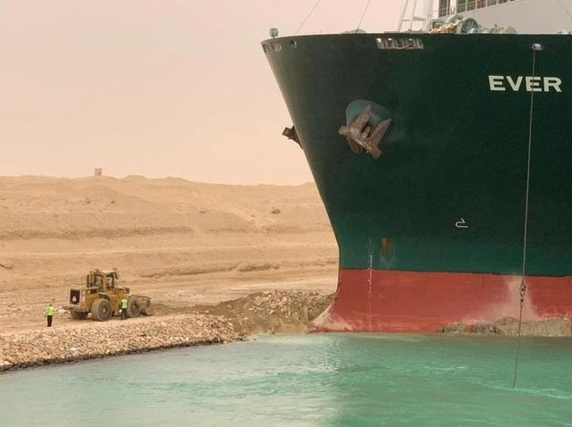 Cận cảnh cuộc giải cứu siêu tàu trên kênh Suez - 9