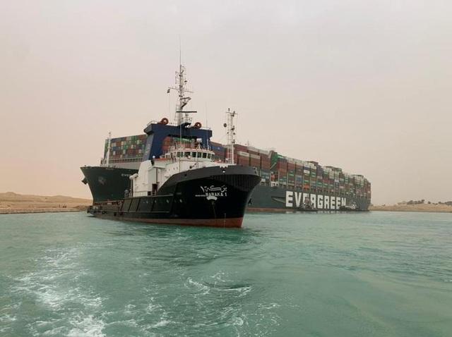 Cận cảnh cuộc giải cứu siêu tàu trên kênh Suez - 8