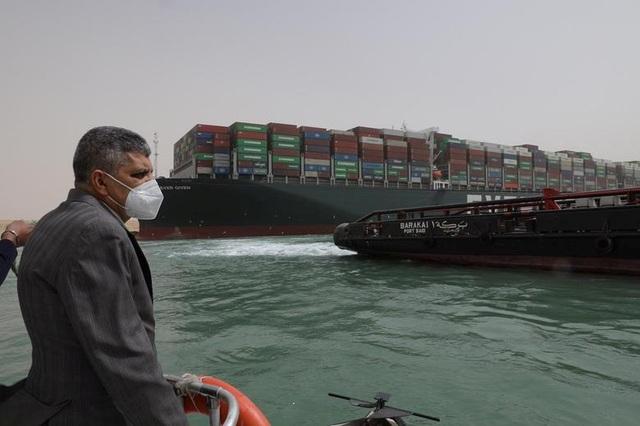 Cận cảnh cuộc giải cứu siêu tàu trên kênh Suez - 2