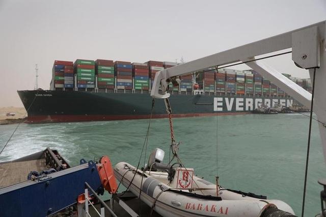 Cận cảnh cuộc giải cứu siêu tàu trên kênh Suez - 5