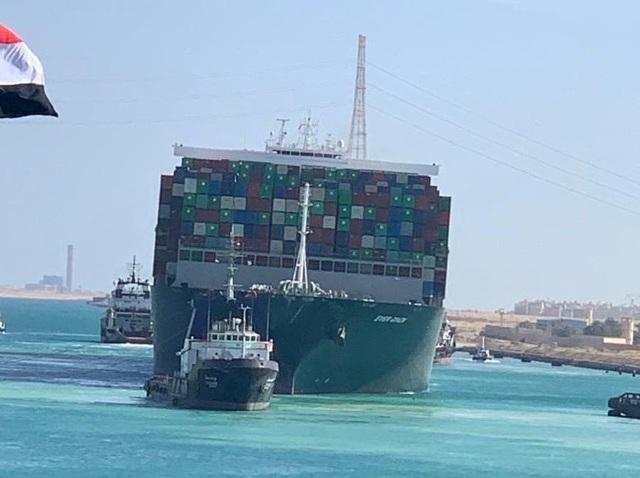 Siêu tàu nổi hoàn toàn, kênh đào Suez khai thông - 1