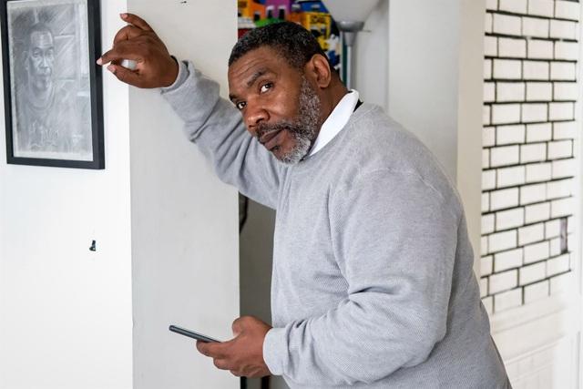 Ra tù sau 37 năm, người đàn ông choáng ngợp trước sự thay đổi của công nghệ - 1
