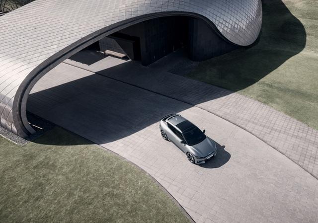 Kia EV6 gây bất ngờ với khả năng tăng tốc nhanh hơn Porsche Taycan - 5