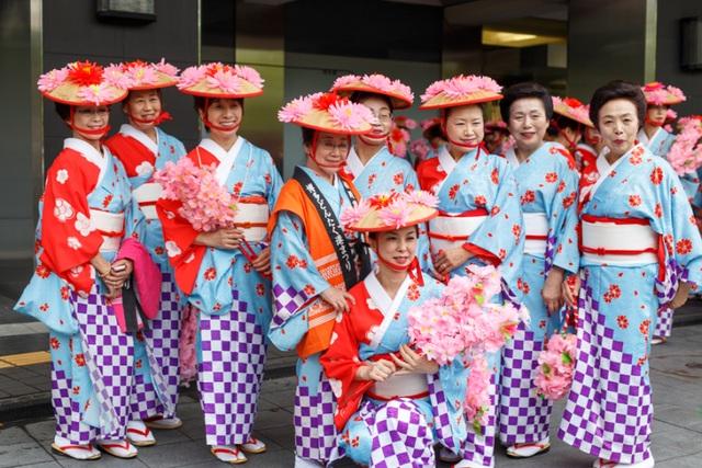 Tuần lễ vàng: Kỳ nghỉ mùa xuân rực rỡ của người dân xứ hoa anh đào - 4