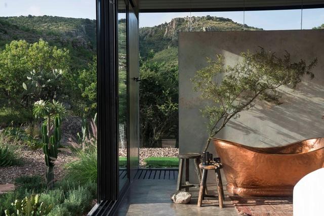 Căn nhà đẹp như mơ được xây trên tàn tích núi lửa - 3