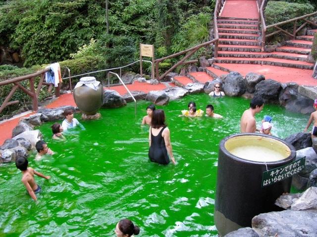 Rượu, axit và cát: Những onsen có một không hai ở Nhật Bản - 3