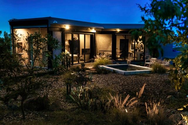 Căn nhà đẹp như mơ được xây trên tàn tích núi lửa - 4