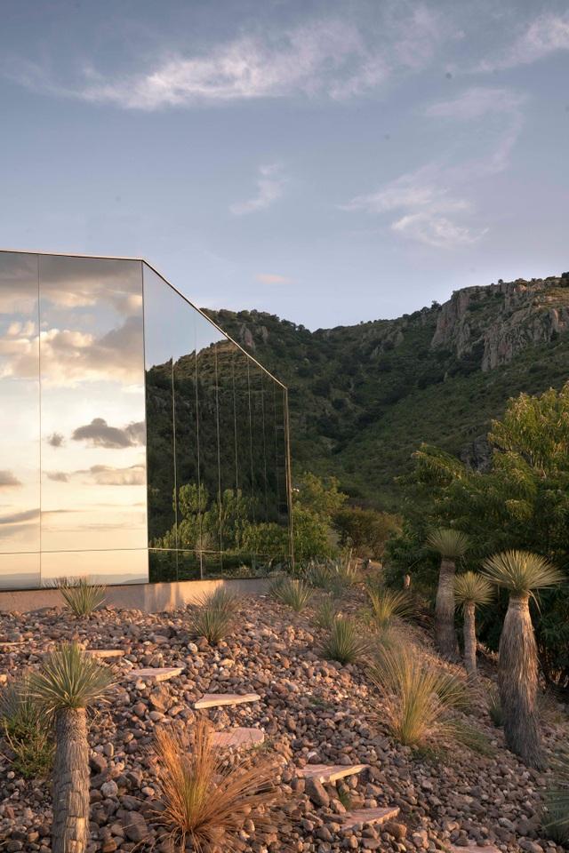 Căn nhà đẹp như mơ được xây trên tàn tích núi lửa - 5